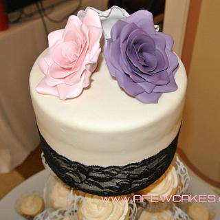 Lace and Flowers - Cake by Amanda