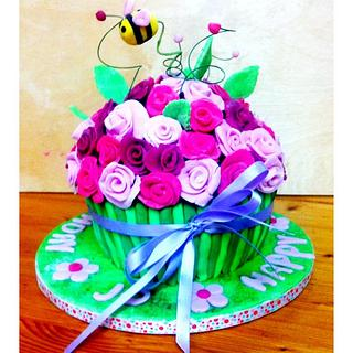 Bee-rthday Cake - Cake by TheCookingMonster's Kitchen