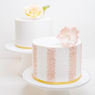 Simple buttercream cakes