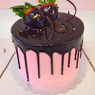 Strawberry chocolate drip cake.