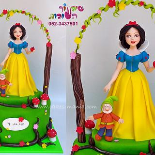 snow white inspired cake