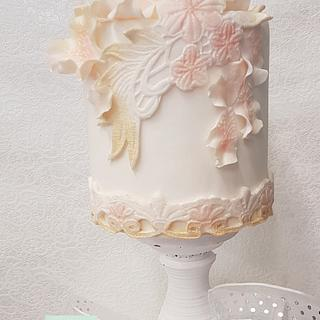 Small elegant weddingcake