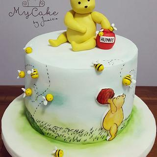 Classic Pooh cake for babyshower
