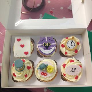Alice in wonderland cupcakes - Cake by SoozyCakes