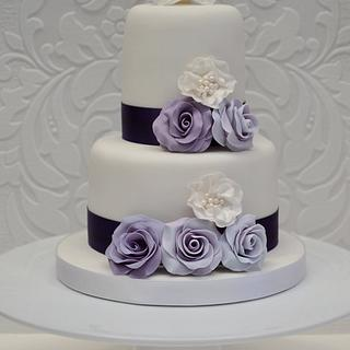 Lilac roses and ivory pearls