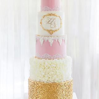 Pink white wedding cake with gold sequins - Cake by Bellaria Cake Design