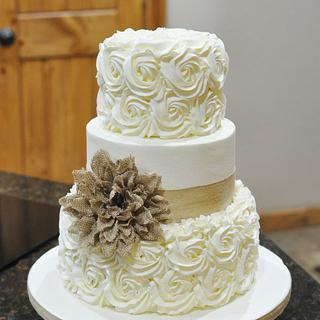 Buttercream rosettes with burlap