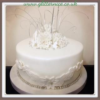 Simple, single tiered wedding cake
