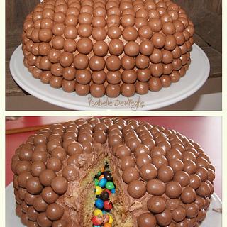 Maltesers versus M&M's - Cake by IsabelleDevlieghe
