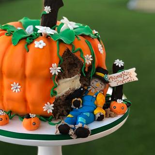 The Fat Scarecrow  - Cake by Edible Sugar Art