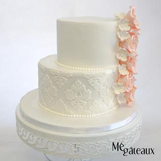 little asymetric cake