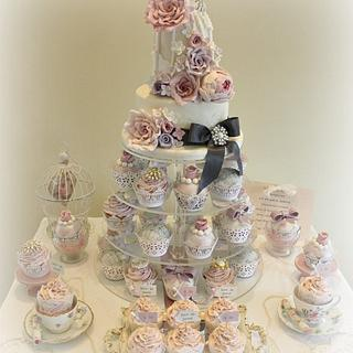 2 tier Birdcage with matching cupcakes