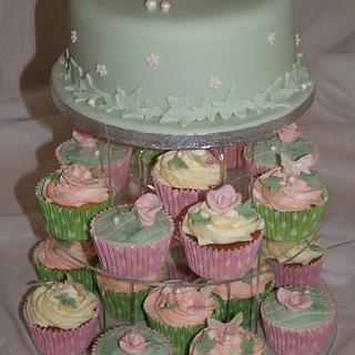 vintage cupcake tower with cutting tier - Cake by Sandra's cakes