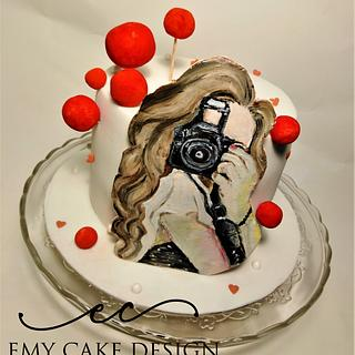 Photpgrapher painted cake