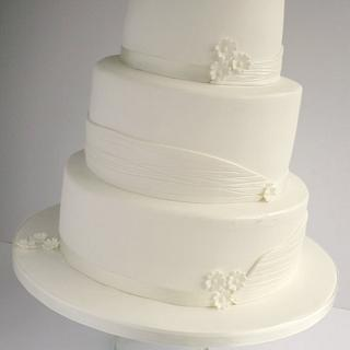 White wedding cake - Cake by Liana @ Star Bakery