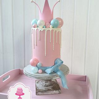 Drip Cake with Bubbles for Little Princess