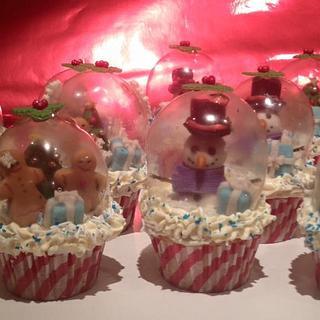 Christmas snowglobe cupcakes.