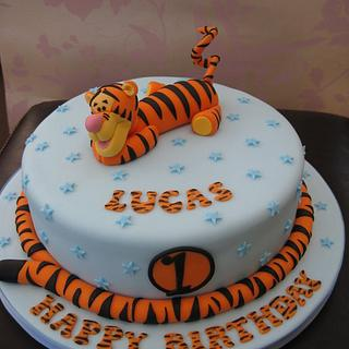 Tigger Birthday Cake - Cake by Deborah Cubbon (the4manxies)