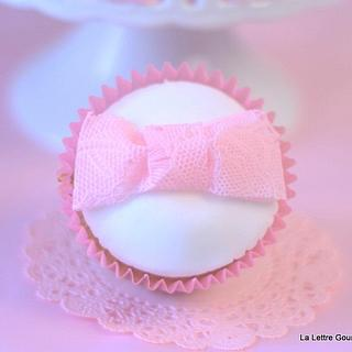 Girly cupcake using sugarveil
