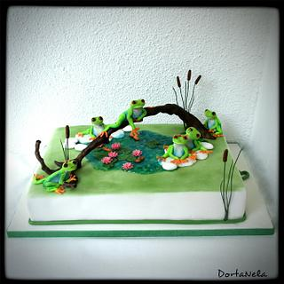 Cake with frogs