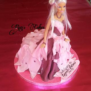 Flawing gown doll cake