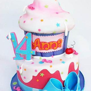Anna's Giant Cupcake!