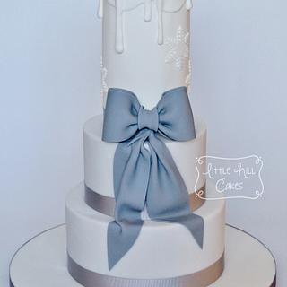 Candle & Bow Winter Wedding Cake