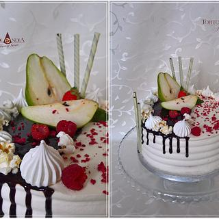 Drip cake with pear