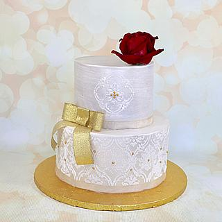 Pearlized stenciled cake