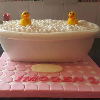 Bubble bath cake with ducks.