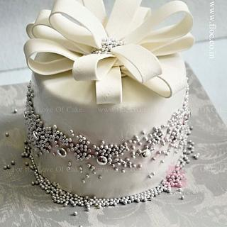 """""""Bowed"""" - Cake by FLOC"""