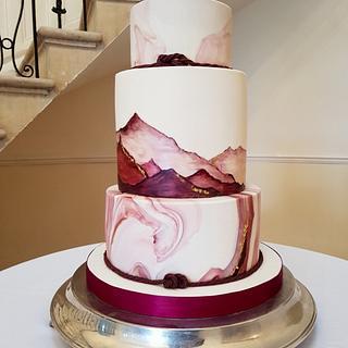 Burgundy mountains - Cake by hscakedesign