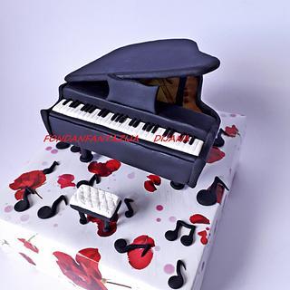 Piano cake topper