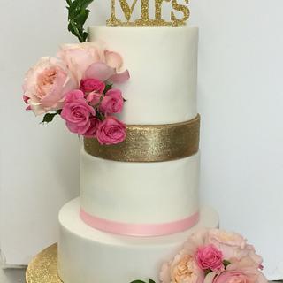 Glitter & flowers wedding cake