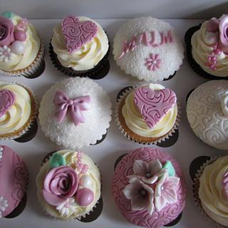 Vintage floral cupcakes