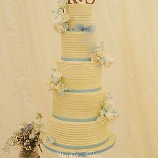 Ivory and blue Buttercream wedding