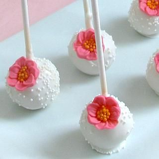 Flower Cake Pops - Cake by Sweet Creations