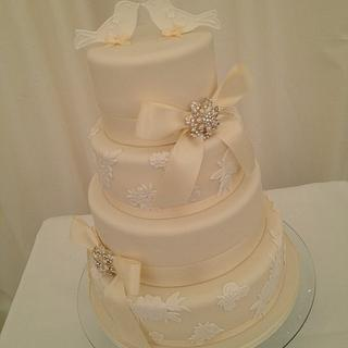 4 Tier Elegant Lace Applique, Satin Ribbon Bows with Diamonte & Pearl Brooches & Love Birds