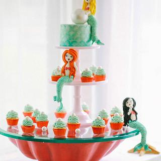 MERMAID CAKE DISPLAY WITH SUGAR FIGURES, AQUATIC BASE AND LIVE BETTA FISH