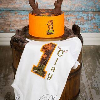 Mossy Camo Deer Hunter Smash Cake!