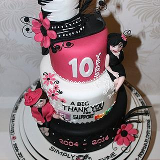 Hat shops 10th anniversary cake - Cake by Zoe's Fancy Cakes