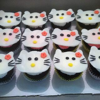 Hello Kitty cupcakes - Cake by Vero