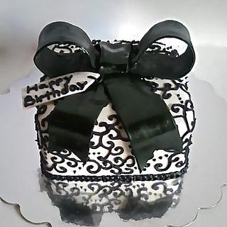 Present Cake - Cake by Mimi's Sweet Shoppe Amanda Burgess