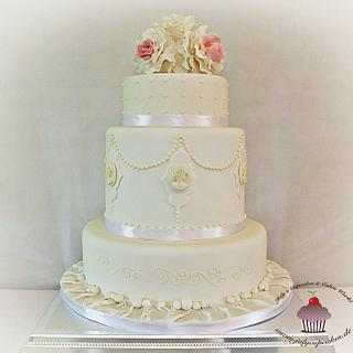 Wedding Cake with Roses and Cameo  - Cake by Julycupcake