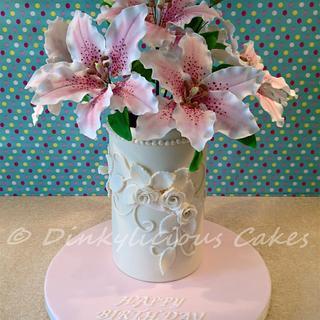 Casablanca Lillies - Cake by Dinkylicious Cakes