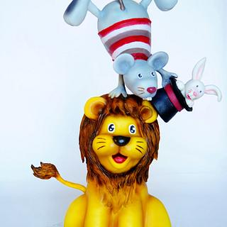 Lion and Balancing Mouse