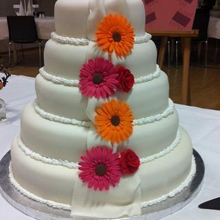 Weddingcake with gerberaflowers - Cake by Mette