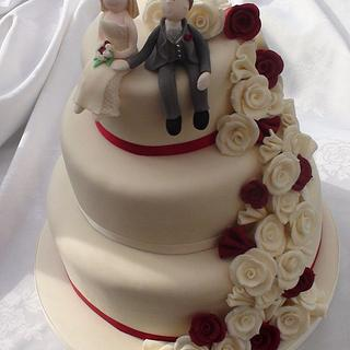 Trailing Rose Wedding Cake