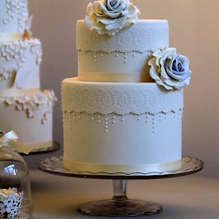 Double barrel white vintage lace cake