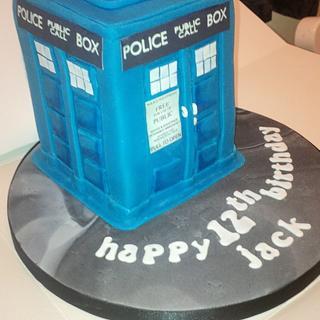 Dr Who light up Tardis Cake